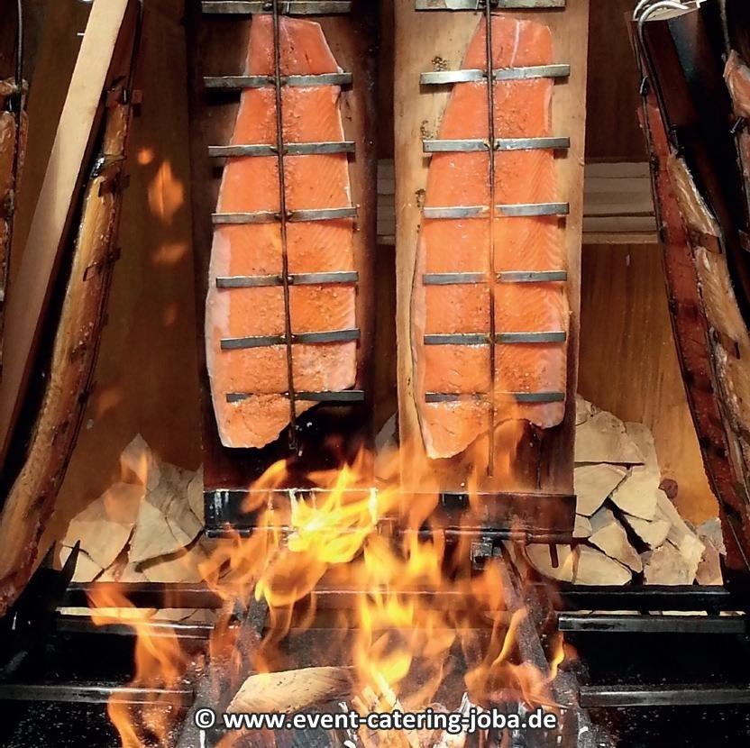 flammlachs bilder vom feuerlachs bei joba eventcatering. Black Bedroom Furniture Sets. Home Design Ideas