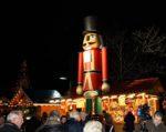 Veranstaltungsservice JoBa mit Riesen Nussknacker Figur aus massivem Holz